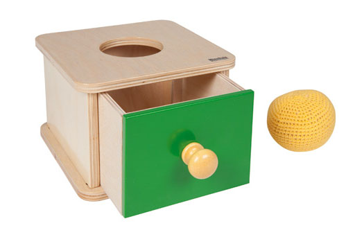 Imbucare Box with knit ball  043200